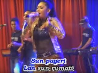 Lirik Lagu Dangdut Banyuwangi Ngelali Terjemahan