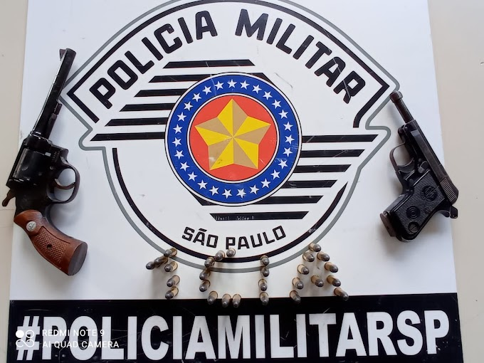 FAMÍLIA ACIONA A POLÍCIA MILITAR PARA ENTREGAR DUAS ARMAS E MUNIÇÕES DE PARENTES NO  3º DISTRITO DE CÉSAR DE SOUZA COMO MANDA A LEGISLAÇÃO