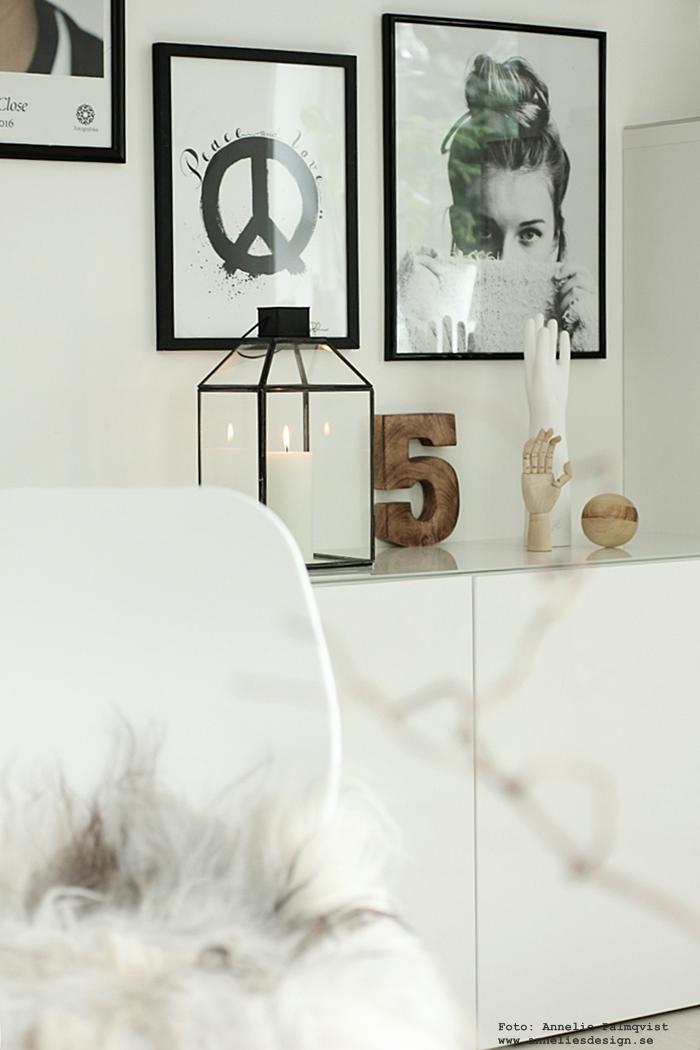 annelies design, webbutik, webbutiker, webshop, nätbutik, nätbutiker, tavla, tavlor, tavelvägg, tavelväggen, zlatan, foto, photowall, inspiration, svart och vitt, svartvit, svartvita, peace, peacetecken, ljuslykta, house doctor, gästrum, ikea bestå, ikea, poster, posters, fotografiska, prints, konsttryck, hubsch, inredning, inredningsbutik, varberg,