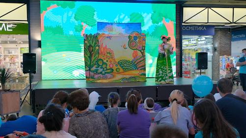 Кукольный спектакль «Заюшкина избушка» показали в ТРЦ «НОРА»