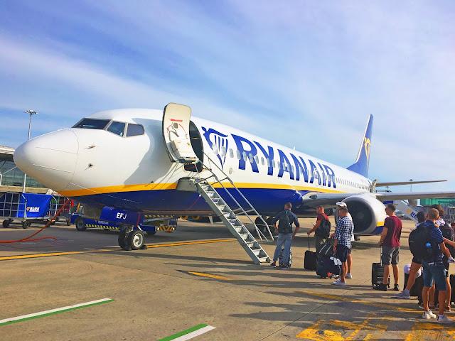 ryanair review priority boarding london to bucharest romania
