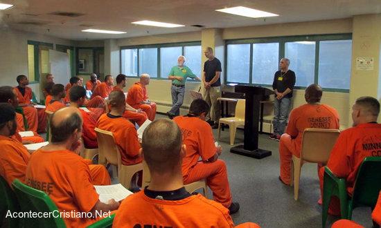 Ministerio carcelario evangeliza en prisión