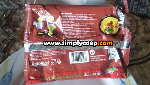 CARA PENYAJIAN : Dibagian belakang bungkus  Indomie Mi Instan Mi Keriting Rasa Ayam Panggang ini terdapat petunjuk cara memasak, kandungangizi dan info penting produk.  Foto Asep Haryono