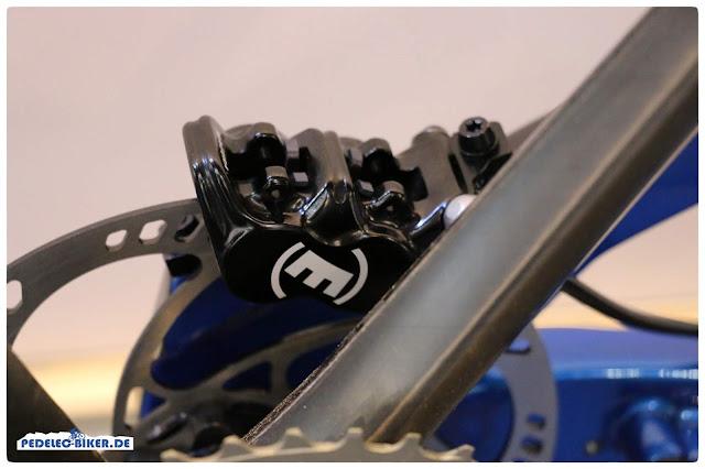 Ein race-Pedelec muss starke Bremsen haben, im M1 sitzen Vierkolbenbremsen von Magura.