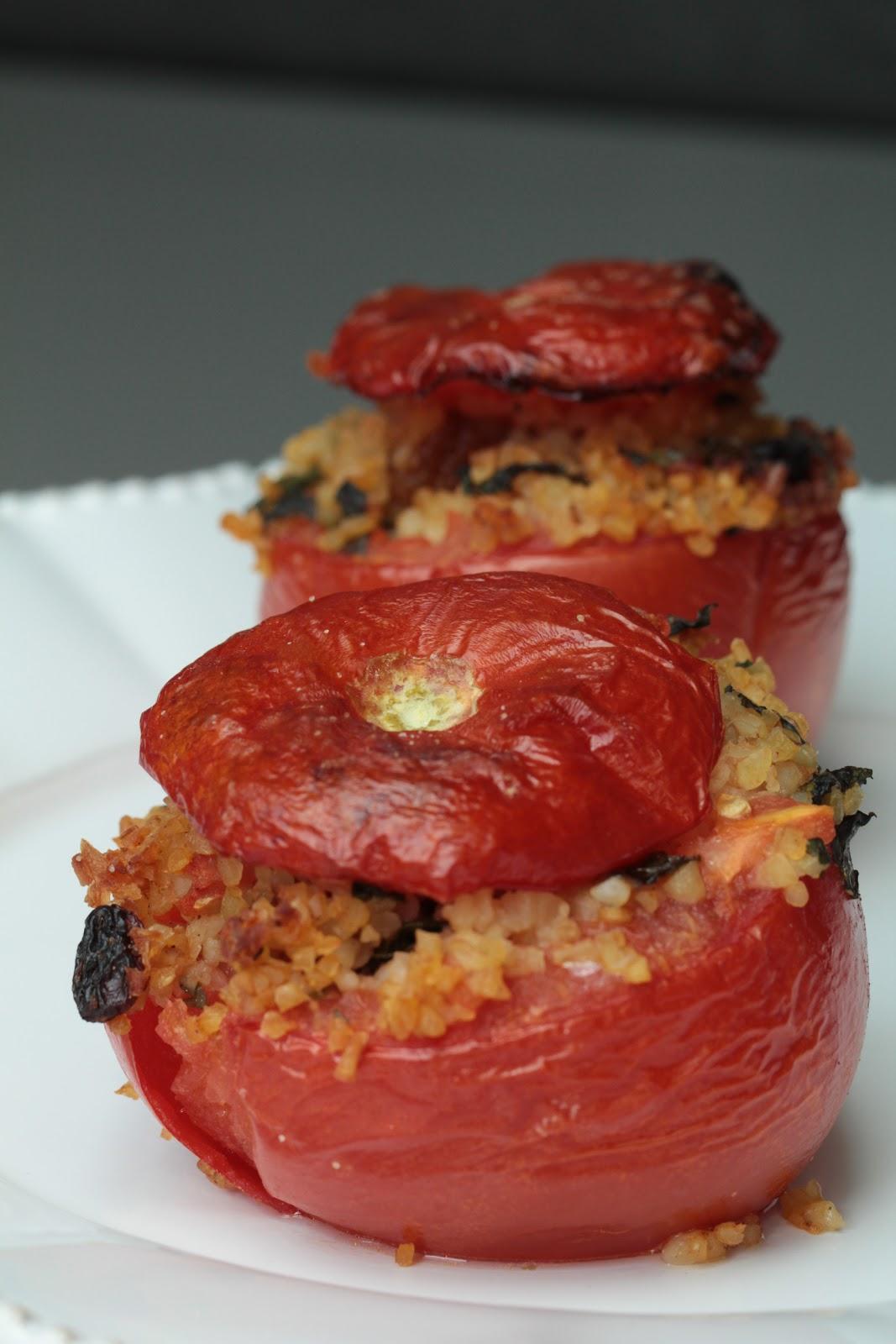 Tomates farcies végétariennes au boulgour , raisins secs ...