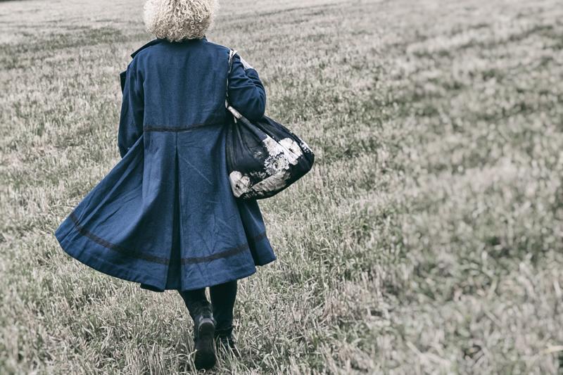 Ewa i Walla, Wynnelis, takki, jacket, naisten muoti, muoti, fashion, ladie´s fashion, jacka, talvitakki, Frida Steiner, valokuvaaja, Visualaddict, talvi, winter, sininen, laukku, kassi, bag