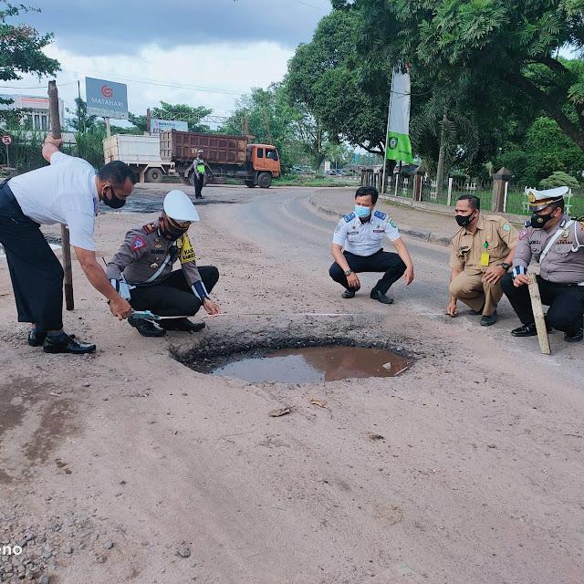 Demi Terwujudnya Jalan yang Berkeselamatan, Kasat Lantas Bersama Dinas Terkait Survey Kondisi Jalan