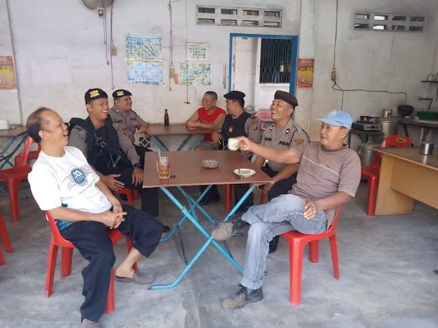 Unit Patroli Sat Sabhara Polres Tanjung Balai Laksanakan Patroli Dialogis Di Warung Kopi