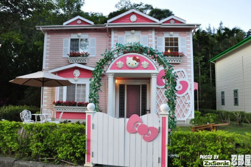 The Hello Kitty residence vs. - Hello Kitty House Pictures