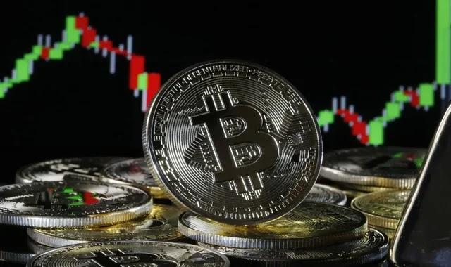 Bitcoin's value exceeds a trillion dollars again