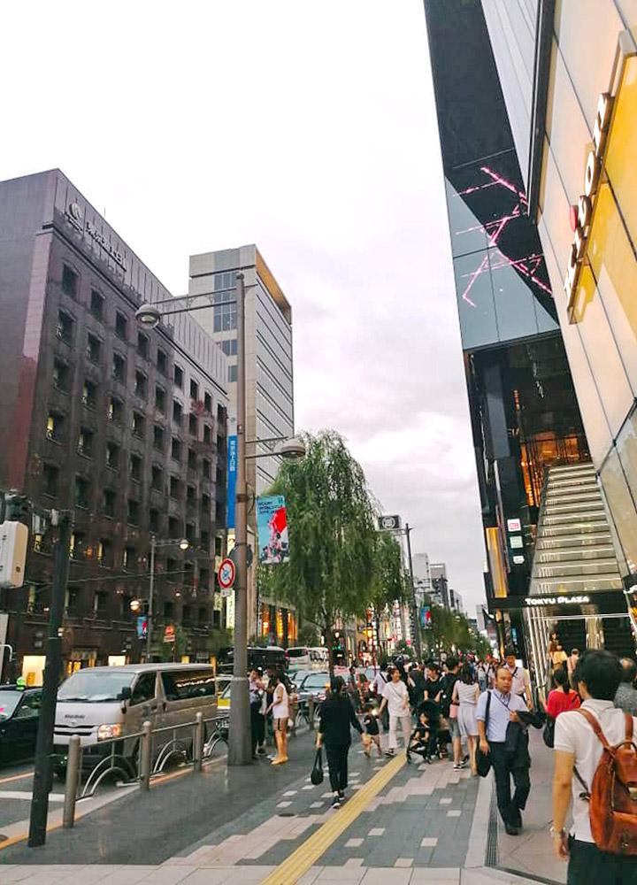Попри величезне скупчення людей японські міста вражають чистотою