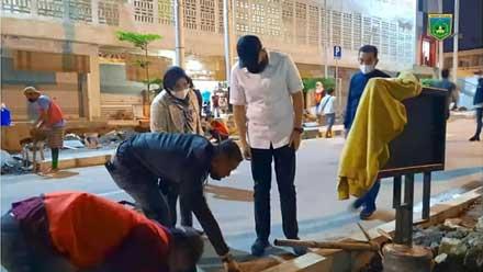 Wako Padang Panjang Pantau Pembuatan Pedestrian Pasar Pusat