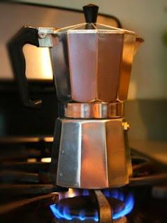 membuat-kopi-dengan-moka-pot.jpg