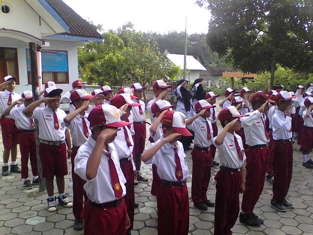 Penggunaan Bell Sekolah SDN Sekarjati 1 Karanganyar I Kanjeng Mariyadhies Ngawi