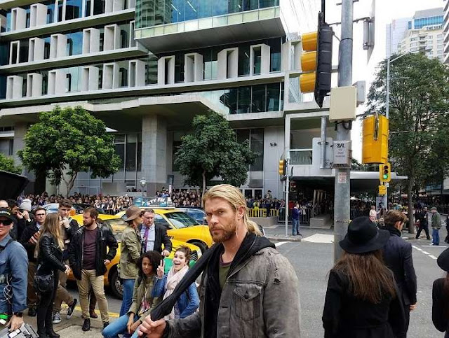 Hemsworth y Hiddleston en el set de Thor: Ragnarok