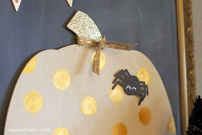 How to decorate a wooden pumpkin.