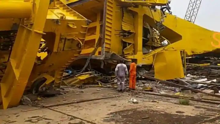 At least 11 people have been killed after a crane collapsed in Visakhapatnam,www.thekeralatimes.com