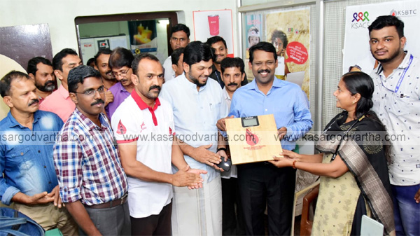 News, Kerala, BDK workers give to Digital weighing machine