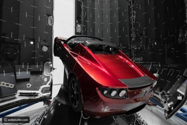 سيارة إيلون ماسك الفضائية تقترب من المريخ