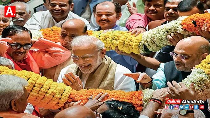 பிரதமர் நரேந்திர மோடி தனது சொந்த தொகுதியான வாரணாசிக்கு செல்கிறார்