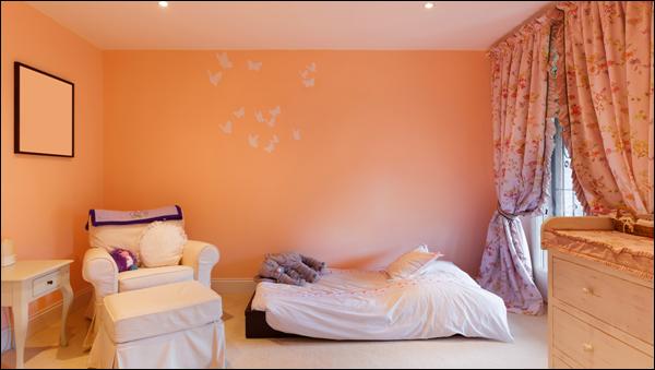 quarto com pintura de cor clara
