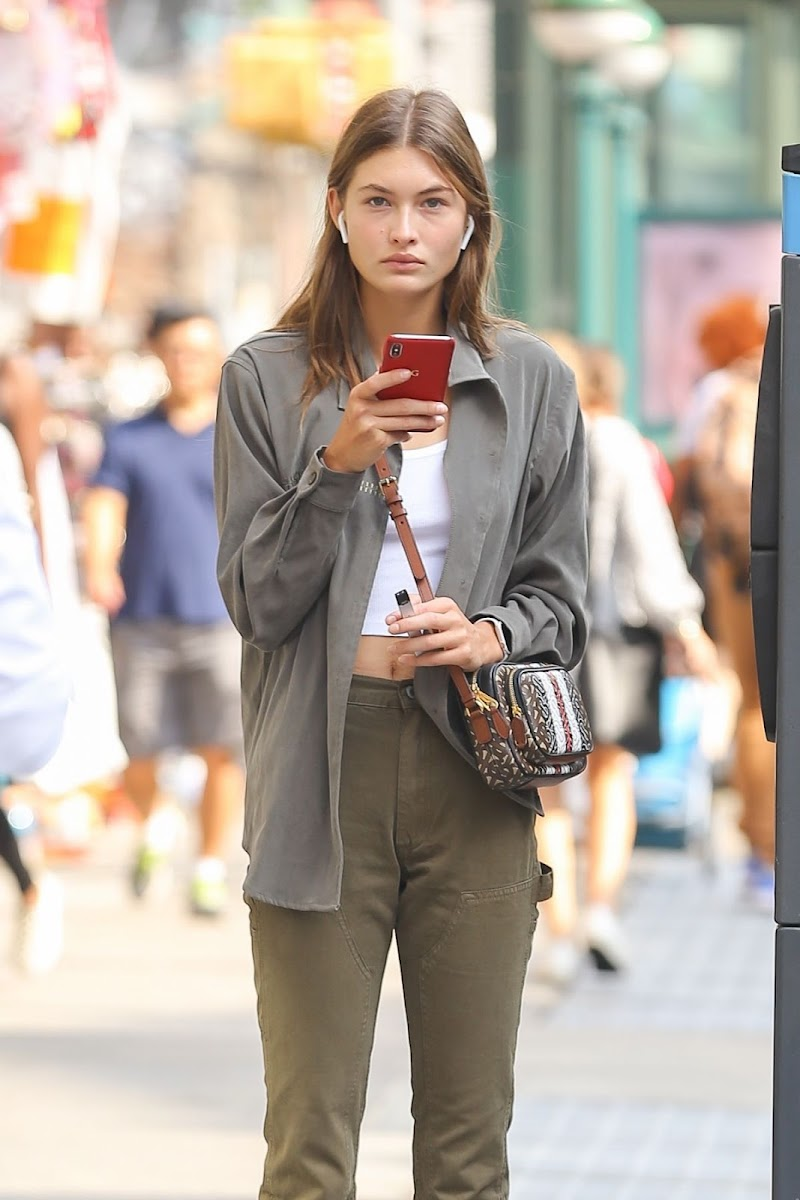Grace Elizabeth Clicked Outside in New York 4 Sep-2019