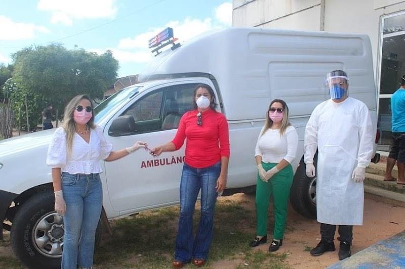 Água Doce-Ma: Prefeita Thalita Dias e a Secretária da Saúde Thaline Carvalho, entregam ambulância para atender comunidades .