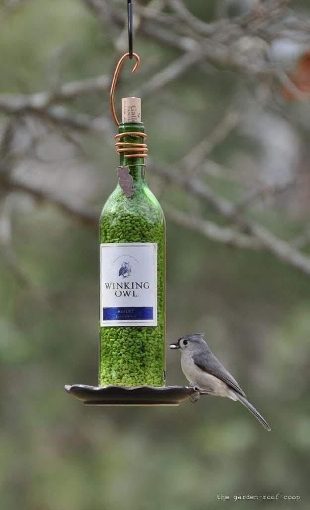 Membuat Tempat Makanan Burung dari Botol Bekas