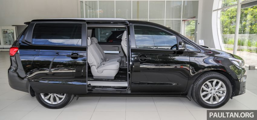 Kia Sedona 11 chỗ giá từ 41.400 USD