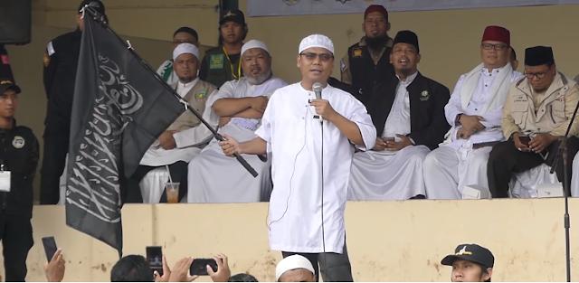 Kibarkan Bendera Tauhid, Gus Nur : Aku Orang Islam, Bukan NU Bukan Muhammadiyah