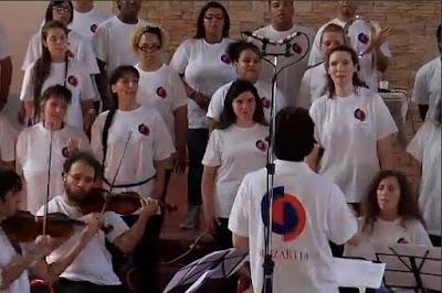 http://video.repubblica.it/spettacoli-e-cultura/il-coro-di-detenuti-di-abbado-ora-ha-anche-un-film/243178/243215?ref=HRERO-1