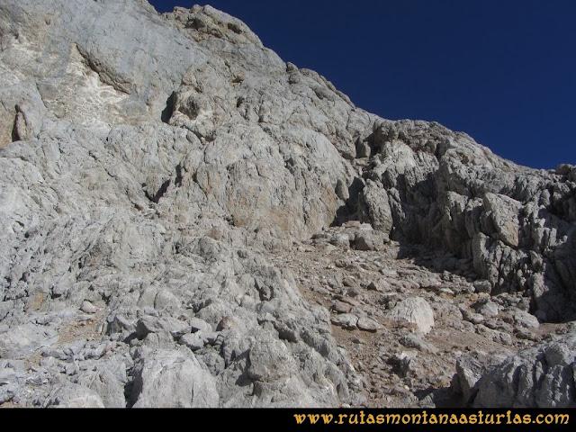 Ruta Cabrones, Torrecerredo, Dobresengos, Caín: Canaleta de entrada a la torre del Torrecerredo