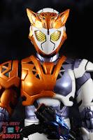 S.H. Figuarts Kamen Rider Valkyrie Rushing Cheetah 04