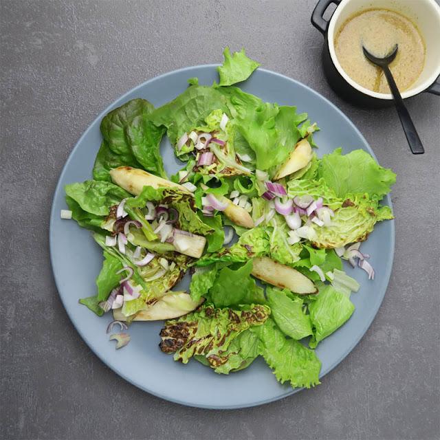 Gartensalat mit Batavia und gebratenem Maiwirsing und Spargel | pastasciutta.de
