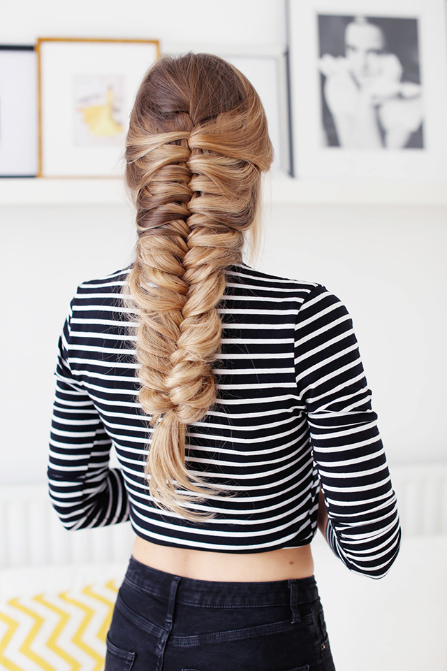 Ten easy and gorgeous hair braid tutorials.  How to create a skeleton side braid.