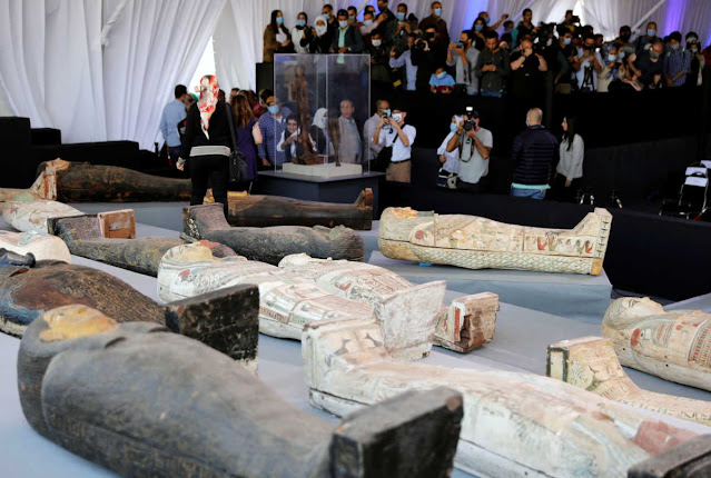 aigyptos-Anakalyfthikan-100-athiktes-sarkofagoi-stin-nekropoli-tis-sakkara-pics