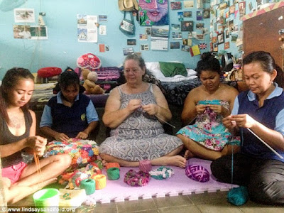 L. Sandiford (center) knitting with other inmate in a Kerobokan prison cell
