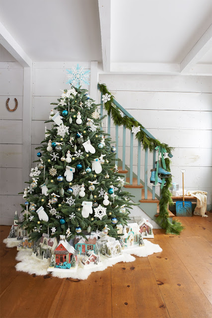 http://www.countryliving.com/home-design/decorating-ideas/tips/g1251/trim-christmas-trees-1208/