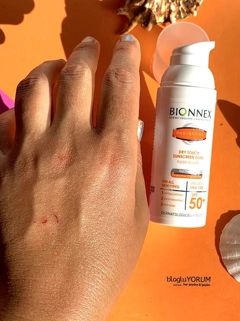 Bionnex Preventiva Dry Touch SPF 50 Yüz ve Boyun İçin Güneş Kremi duruşu