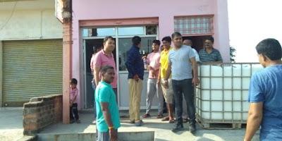 बदमाशो ने पत्रकार के घर फायर झोंके,  बुलेरौ को लगा दी आग | DINARA NEWS