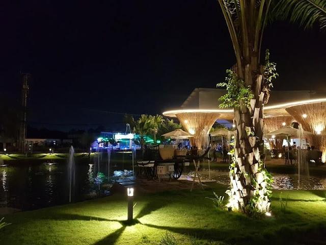 Cafe Phù Sa Đỏ ban đêm