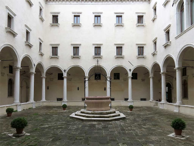 Secondo chiostro, second cloister, church of San Salvador, Venice