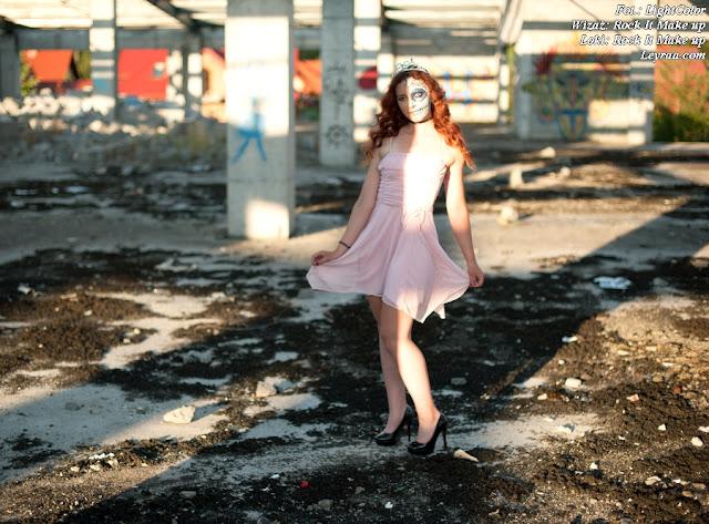 12.07.2017 Pastelowy róż sukienka rozkloszowana, czarne szpilki na platformie, chocker dusik i wisiorek, Muerte make up, Opuszczona galeria Mielec