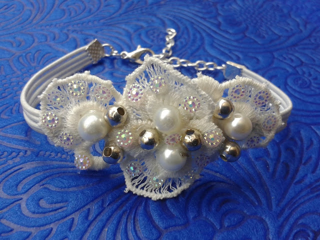 koronkowa biżuteria