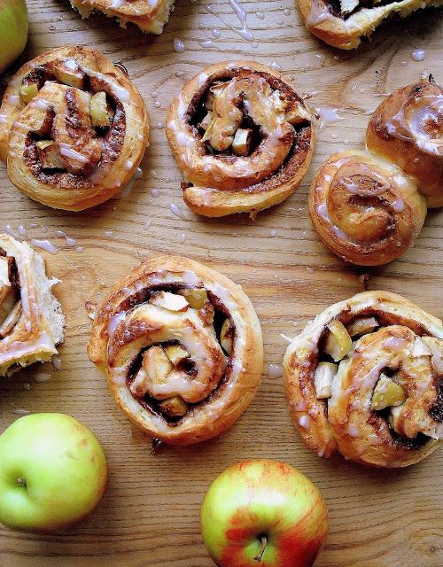 Cynamonowe bułeczki z jabłkami przepis
