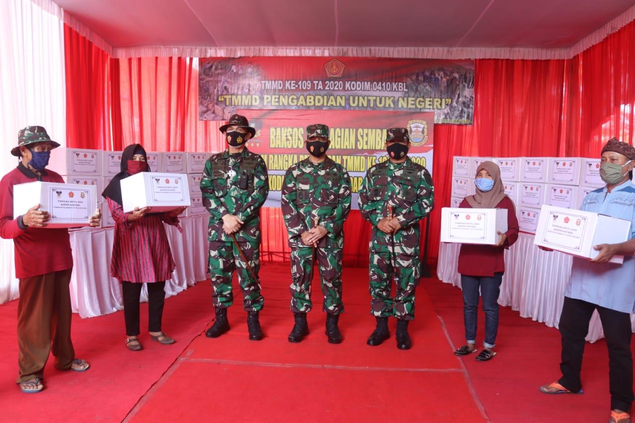Kodim 0410/KBL melaksanakan kegiatan Bakti Sosial berupa pembagian sembako kepada warga masyarakat di Kel. Garuntang