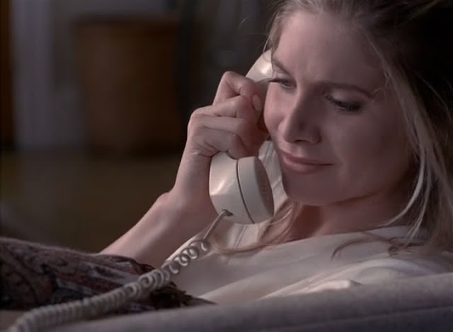 Elizabeth Mitchell on phone in Gia 1998 movieloversreviews.blogspot.com