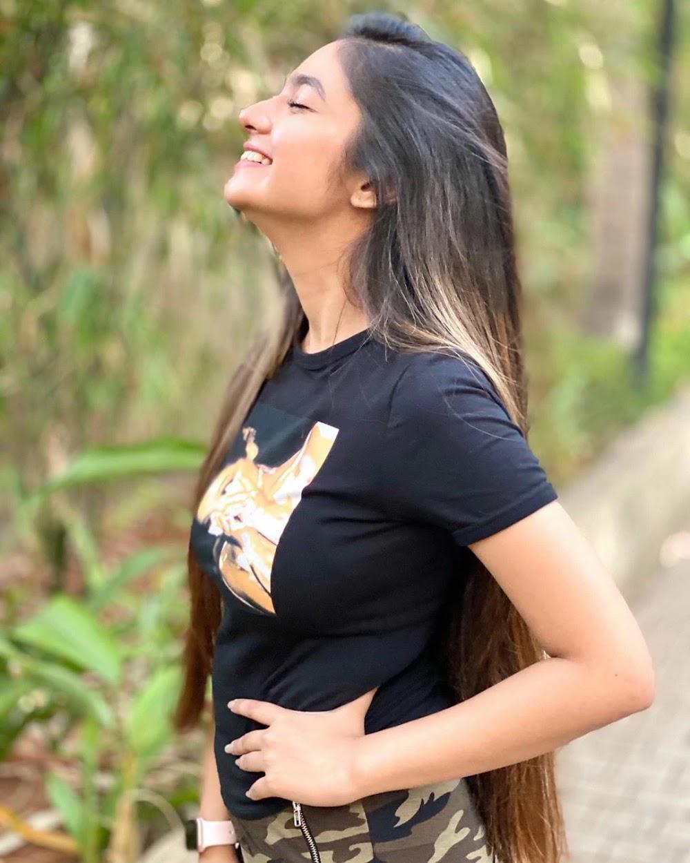 Anushka-Sen-side-look-HD-photo-getpics