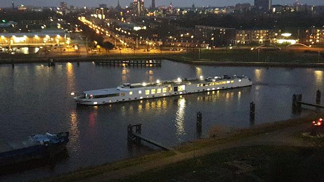 تداعيات كورونا في هولندا.. بلدية خرونينغن تستأجر سفينة ثانية لتكون مكاناً مؤقتاً لإيواء طالبي اللجوء