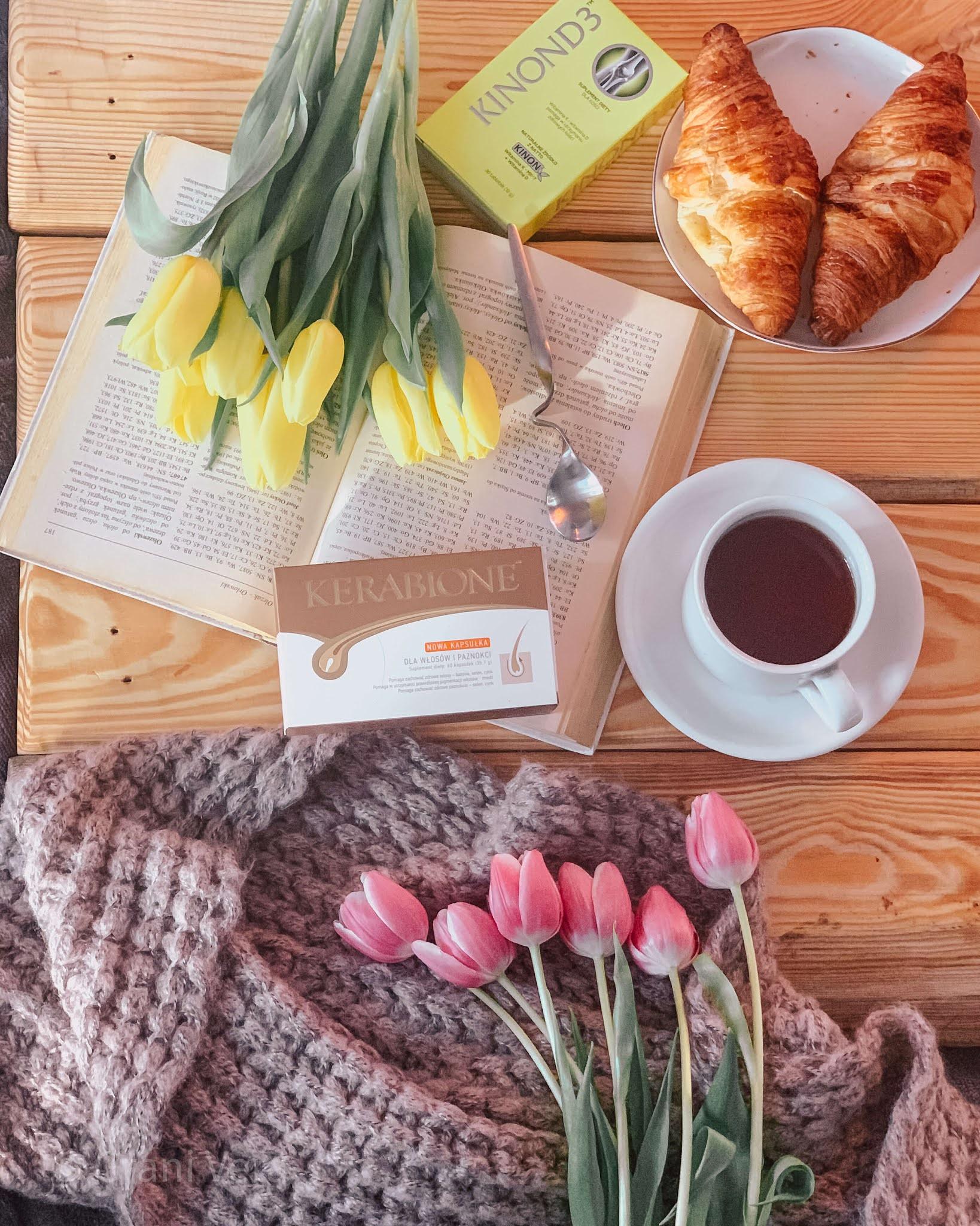 tabletki-na-włosy-rogalik-herbata-tulipany